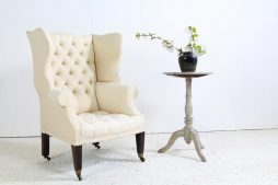 English 19th Century Winged Armchair in Antique Linen
