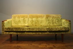 STYLISH RE-UPHOLSTERED LATE 1950S DANISH SOFA