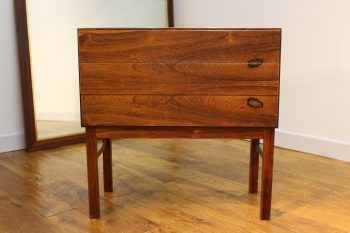 DANISH ROSEWOOD CHEST OF DRAWERS ATTRIBUTED TO POUL HUNDEVAD