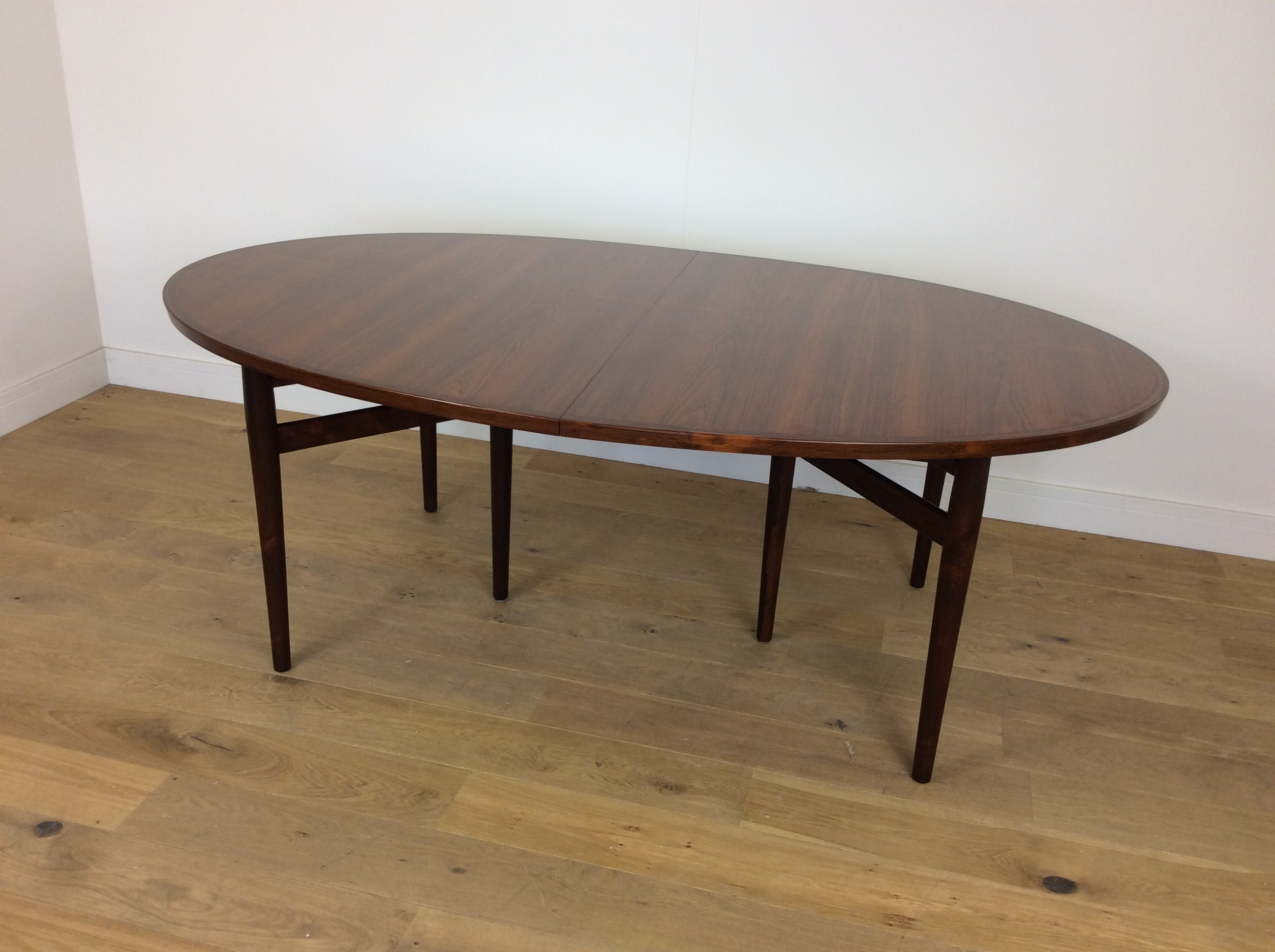 Mid Century Extendable Rosewood Dining Table