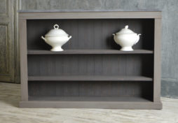 Set of freestanding bookshelves