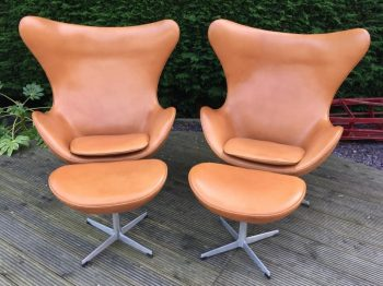 Original Cognac Leather Egg Chair and Ottoman by Arne Jacobsen for Fritz Hansen