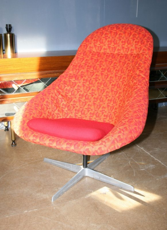 Iconic Lura Shell Swivel Chair Interior Boutiques