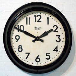 192-Smiths Bakelite Clock