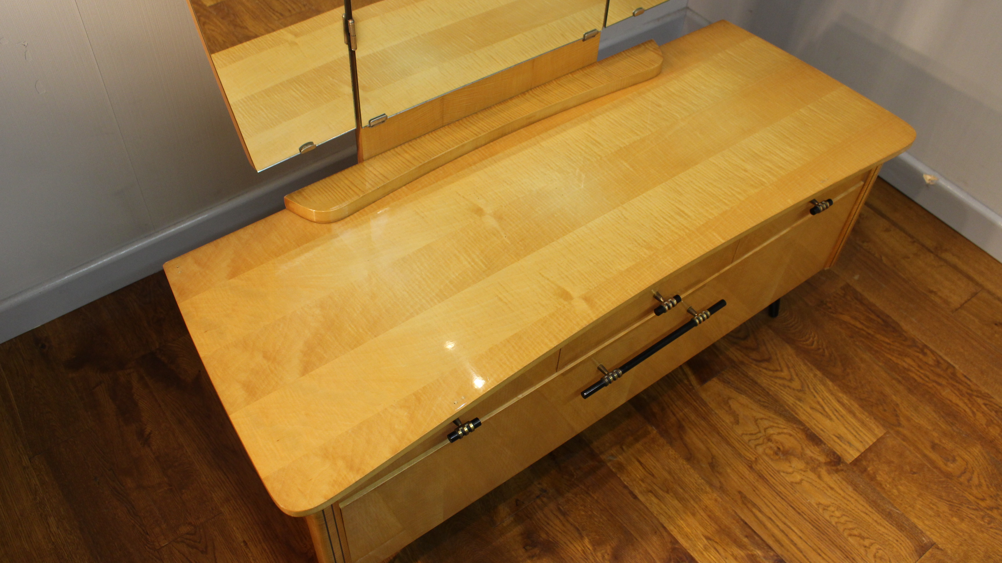 Smart Continental 1950s Satinwood Lady S Dressing Table
