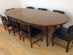 MID CENTURY ROSEWOOD EXTENDABLE DINING TABLE by Arne Vodder AND EIGHT CHAIRS